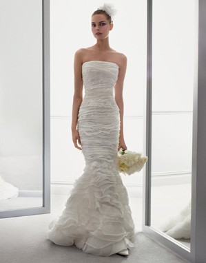 Top designeri de rochii de mireas ghidul tau de nunta for Where to buy oscar de la renta wedding dress