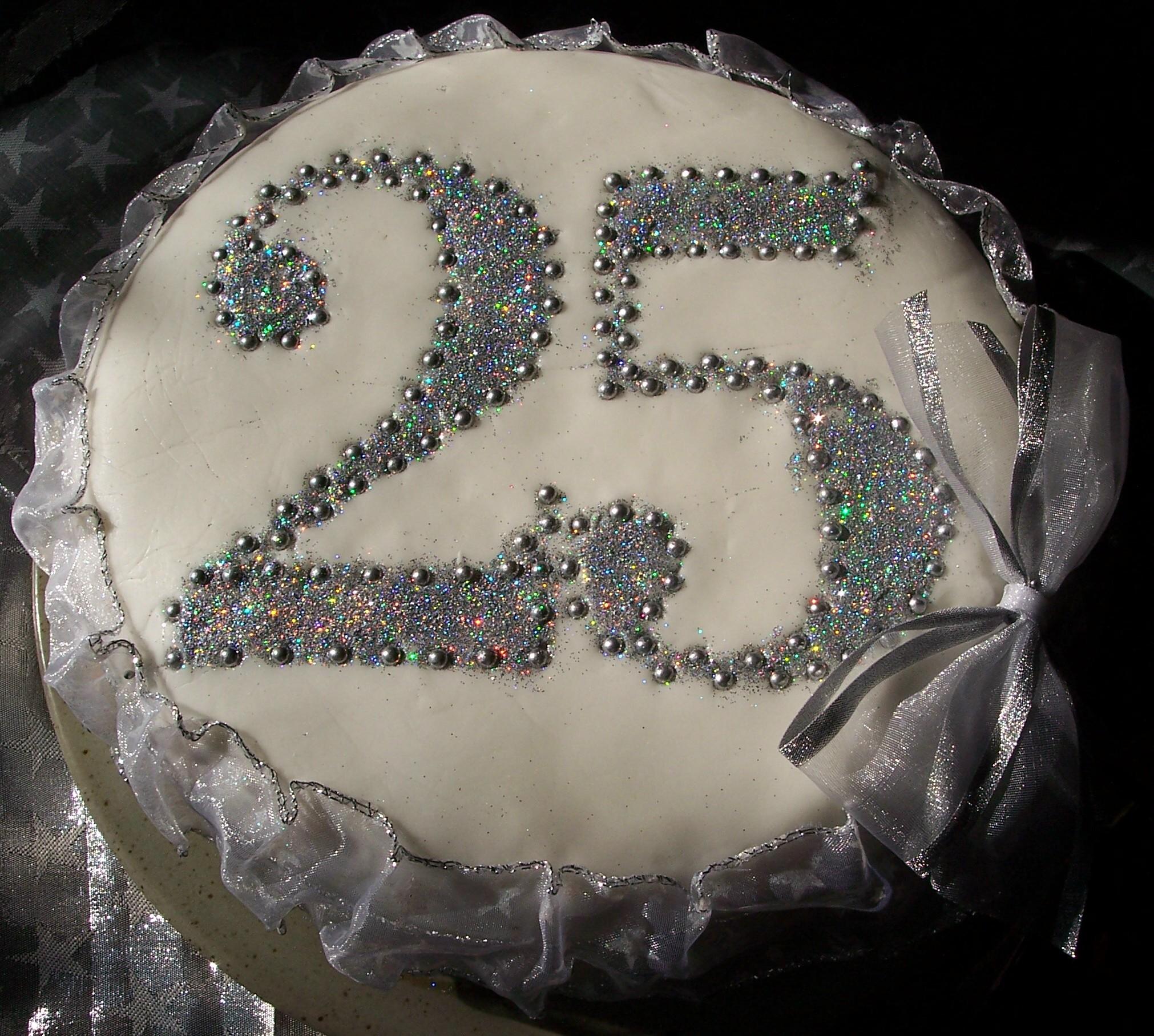 Cake Designs For Silver Jubilee : Nunta de argint   Ghidul tau de nunta by StudioBlitz