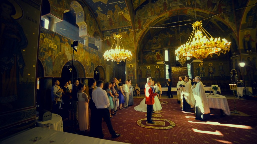 In biserica cu un videograf profesionist nunta
