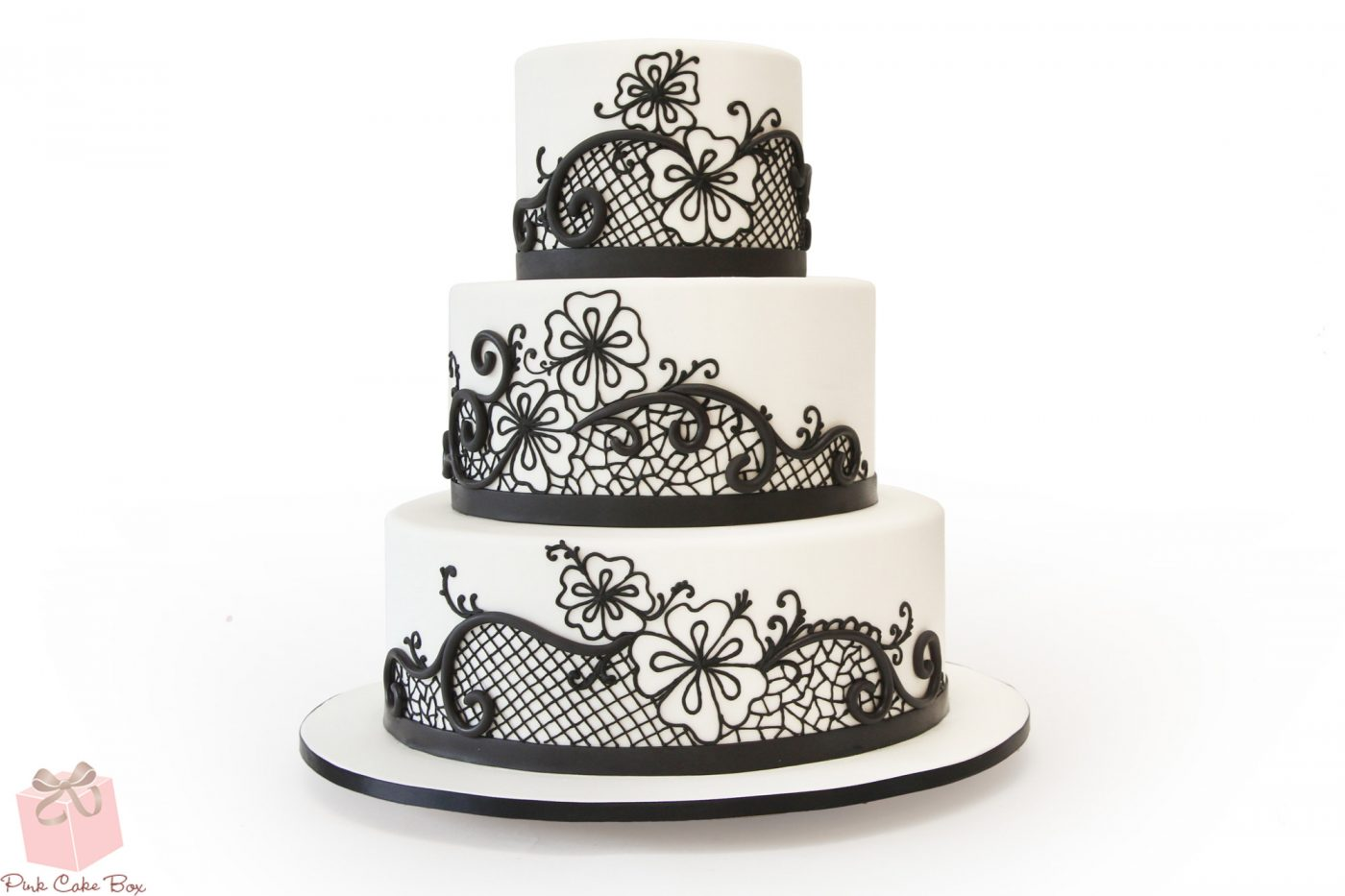 Tortul de nunta clasic sau modern