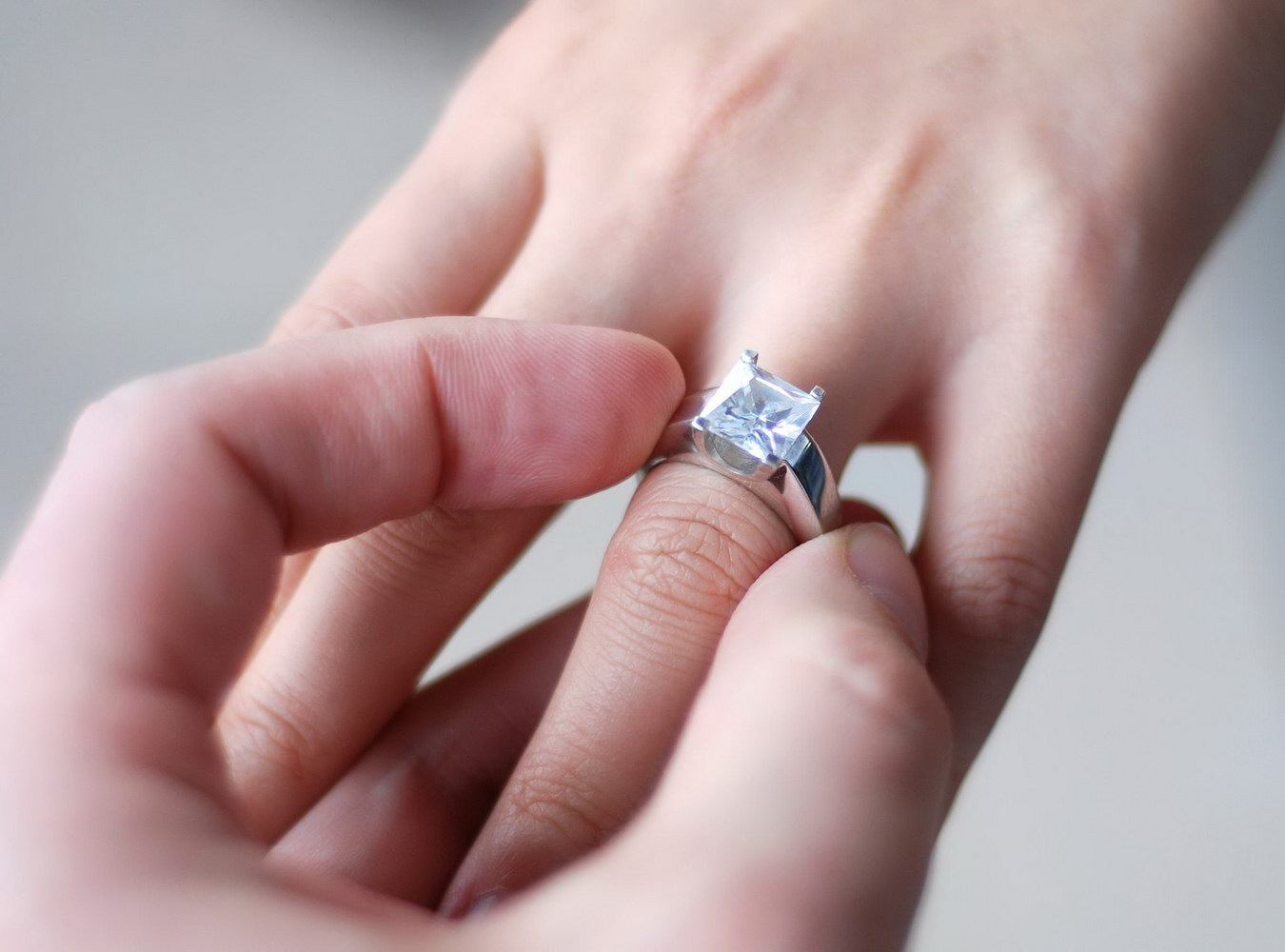 Cand iti poti scoate inelul de logodna