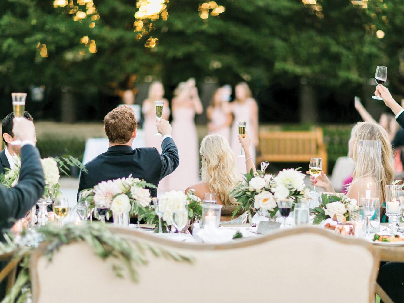 Cine poate tine discursuri la nunta
