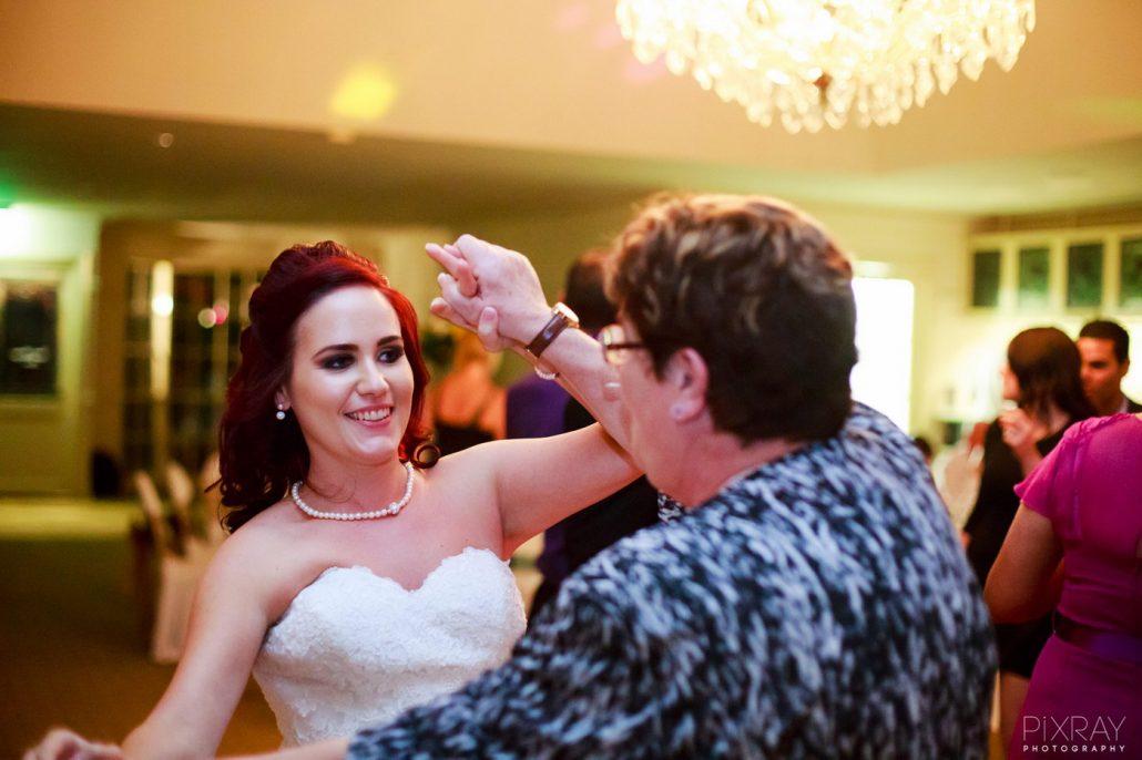 Melodii pentru dansul miresei cu mama ei