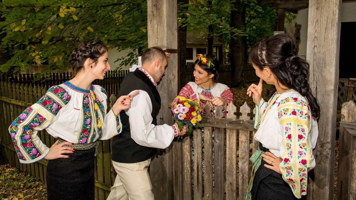 Hora miresei, un obicei de nunta pastrat inca de romani