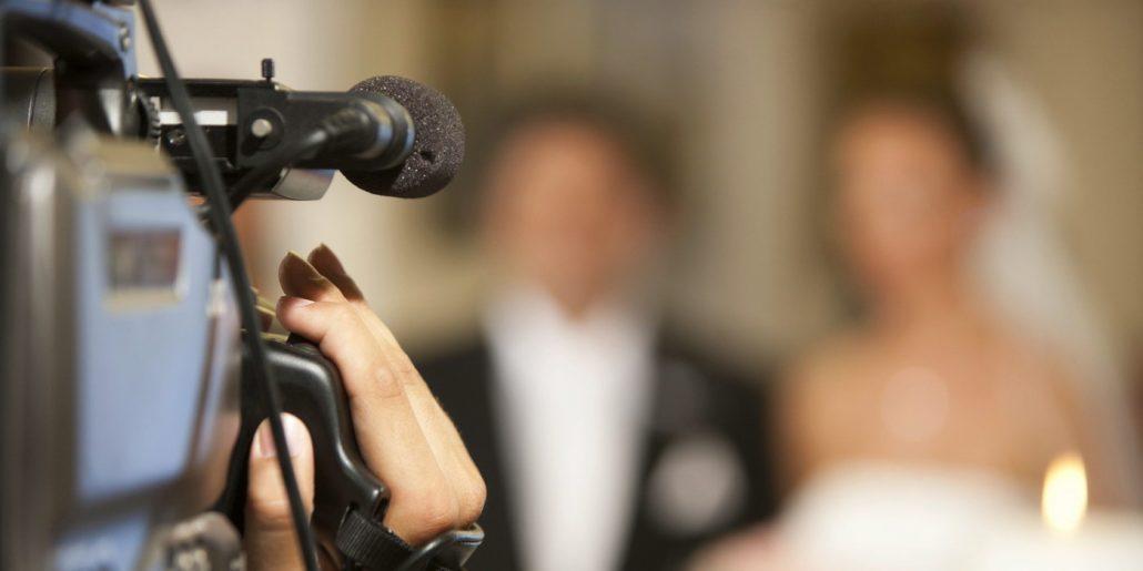 Un trailer de nunta, un videograf profesionist si un cuplu