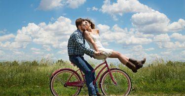 Ce observa barbatii prima data la o femeie?