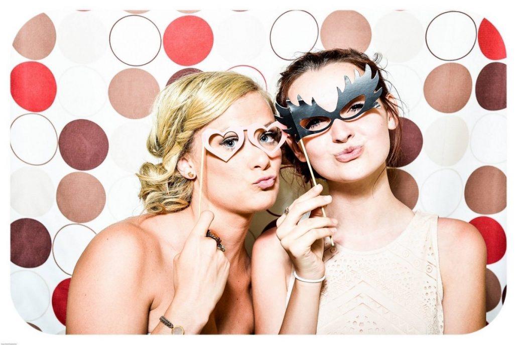 Motive pentru care ai putea alege o cabina foto pentru nunta