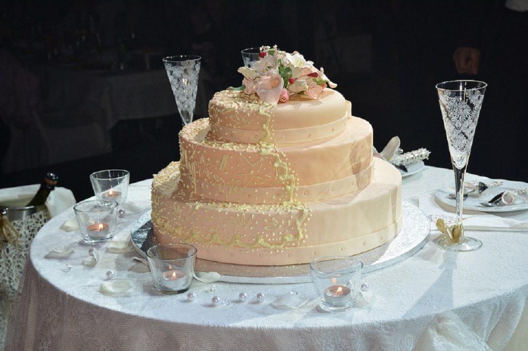 Faci nunta vara? Cum alegi tortul