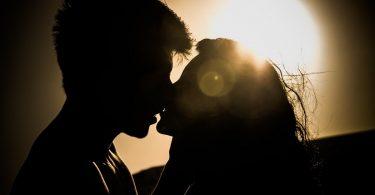 Cum saruti in functie de zodie