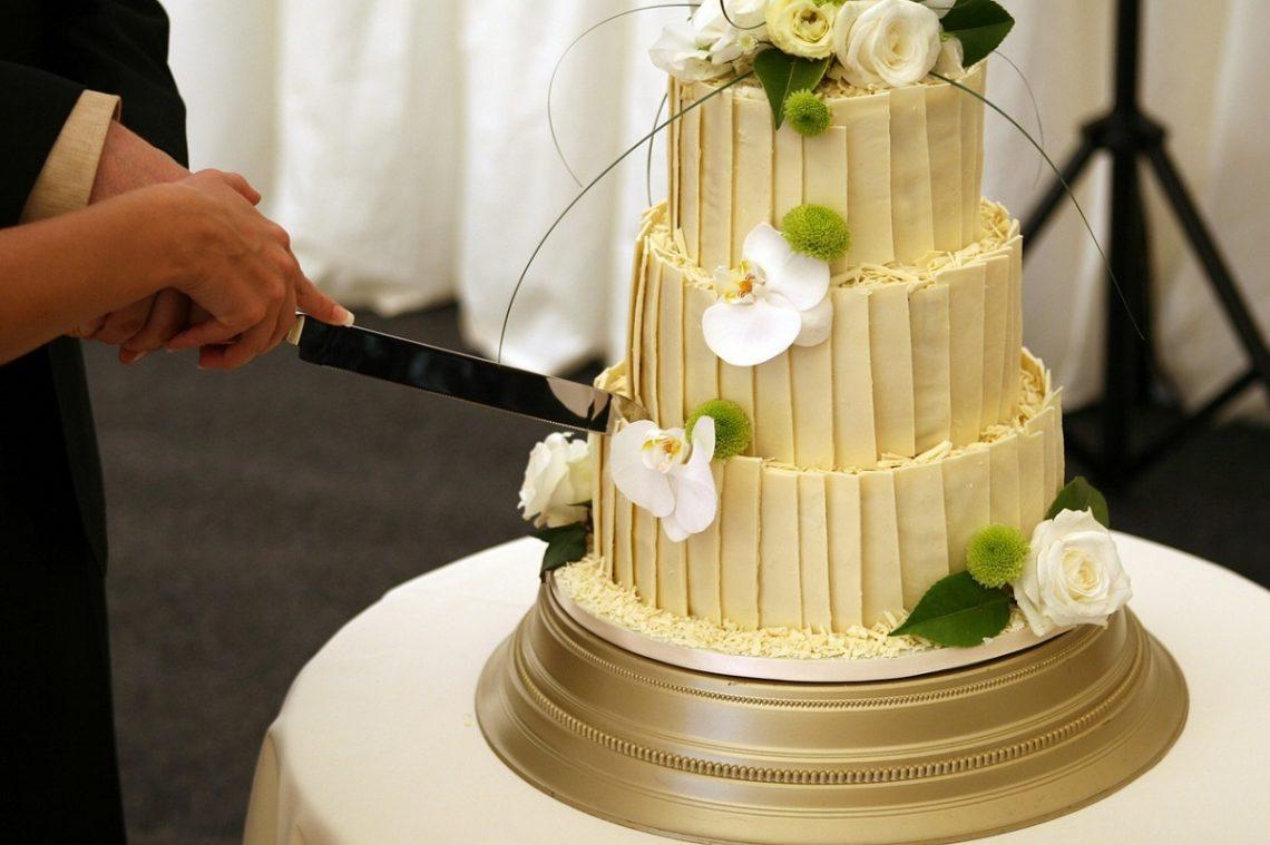 Cat de mare trebuie sa fie tortul de nunta?