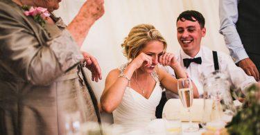 A plange sau a nu plange la propria nunta? Asta este intrebarea