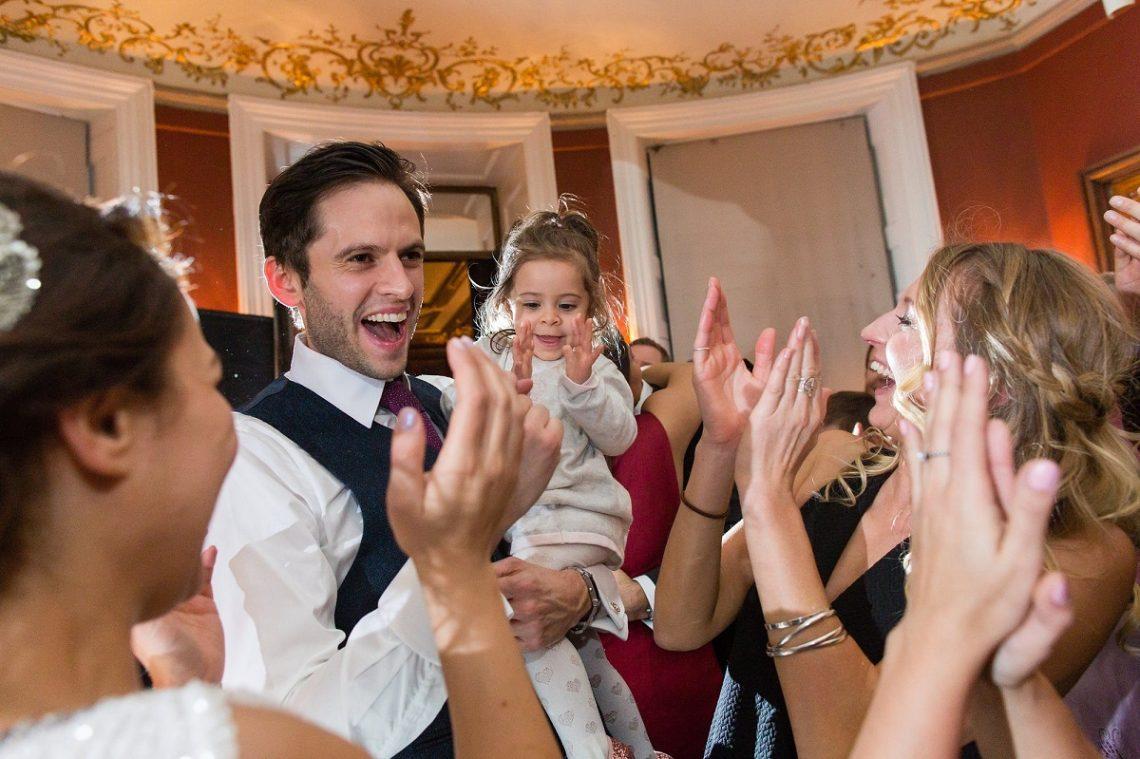 Ce trebuie sa stii daca mergi la nunta cu cei mici