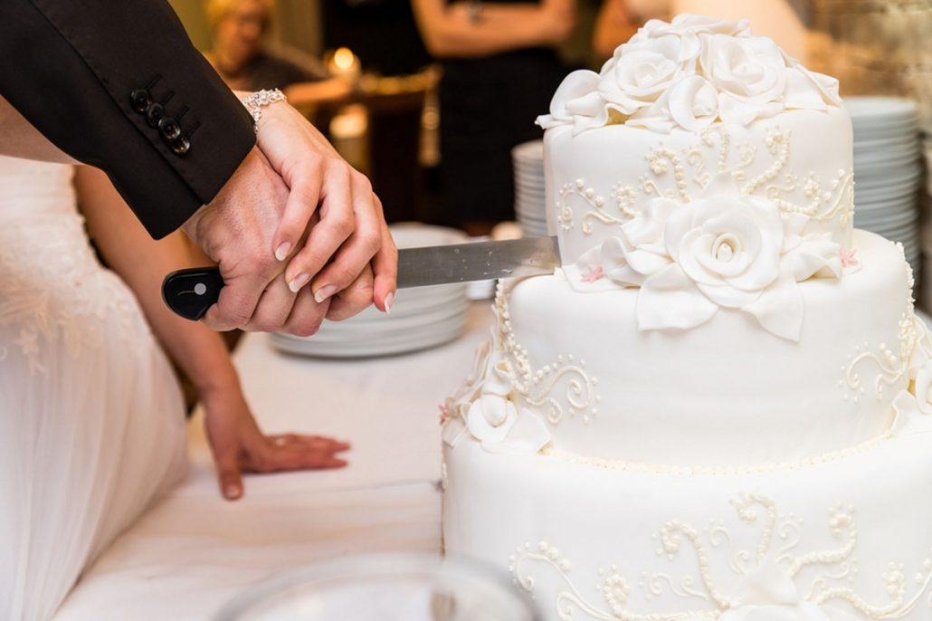 Intrerupi petrecerea de nunta pentru a taia tortul?