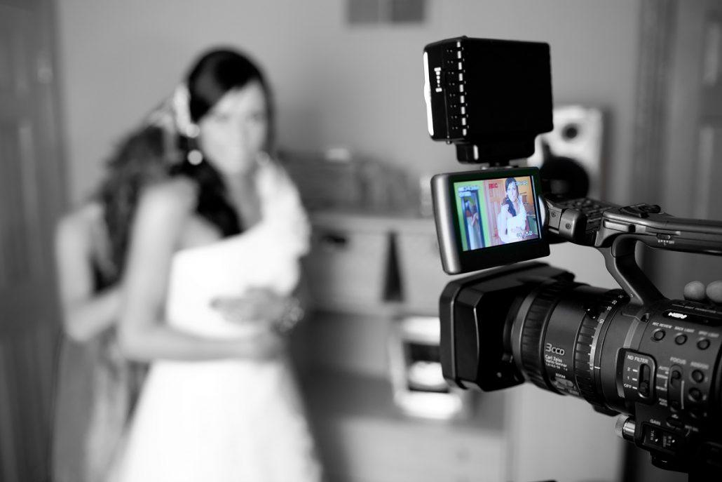 8 sfaturi pentru mirese pentru a fi relaxate in fata camerei de filmat sau de fotografiat