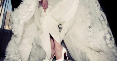 Cum sa supravietuiesti pe tocuri in ziua nuntii. Ghid pentru mirese