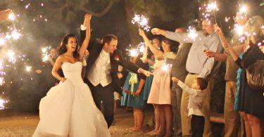 7 lucruri pe care invitatii singuri la nunta le urasc