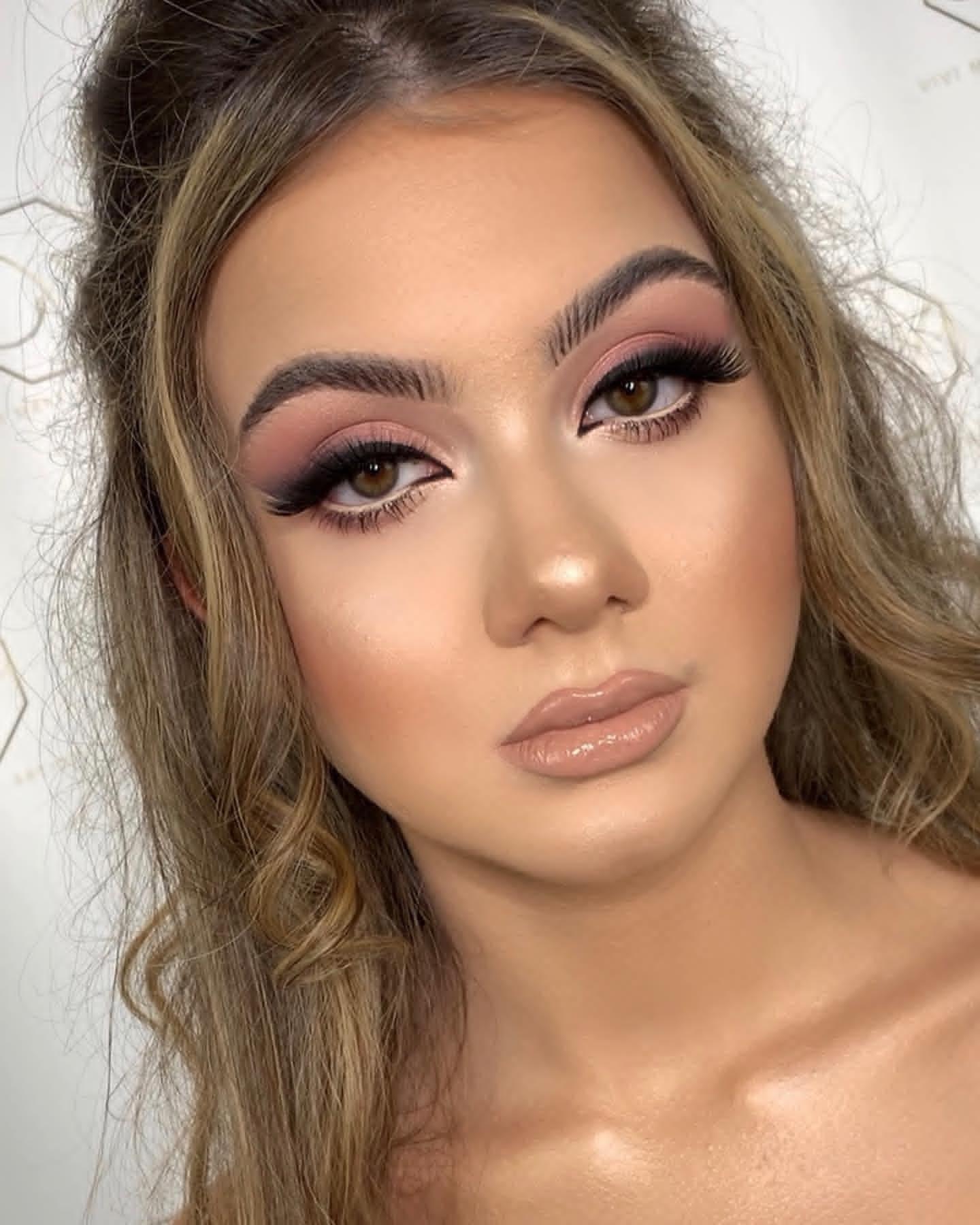 Loc de munca make-up artist
