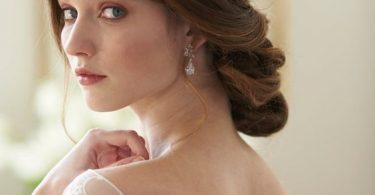 Rochia de mireasă și bijuteriile
