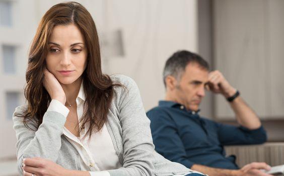De ce rămâi într-o relație nefericită