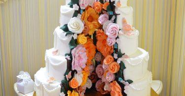 Tortul de nunta trebuie sa fie spectaculos