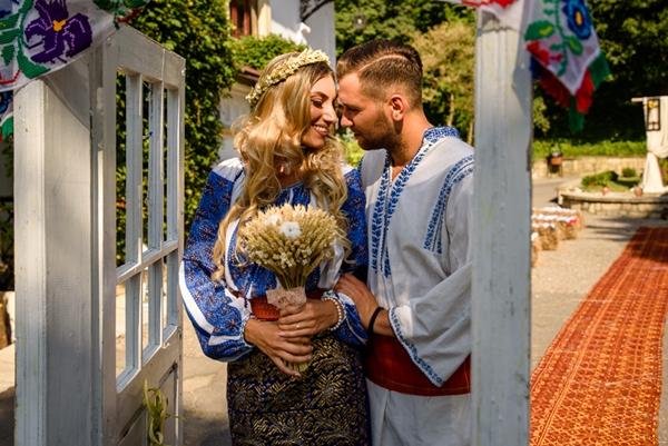Cununia civila în costum popular romanesc