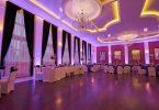 Design original în violet pentru o sala de nunta