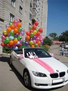 Idei diverse pentru decorarea masinii de nunta