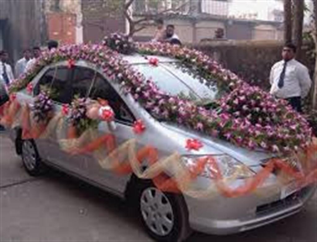Inspiratie din India pentru decorarea masinilor de nunta