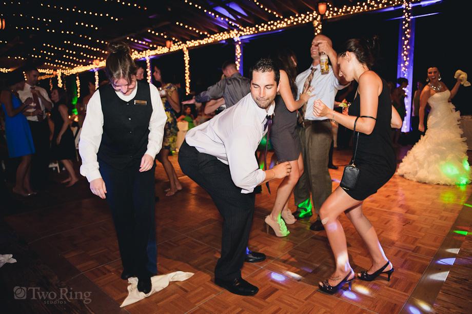 Playlist nunta. Melodii care aduc oaspetii pe ringul de dans