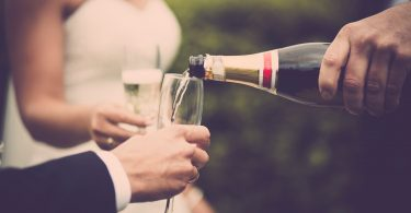 Cum sa nu reactionezi daca ti se refuza invitatia la nunta